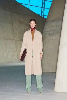 Victoria Beckham Pre-Fall 2018 Fashion Show Collection