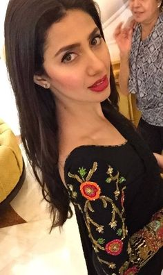 simple black salwaar with embellished sleeves and a red lip Pakistani Fashion Casual, Pakistani Models, Pakistani Actress, Pakistani Outfits, Bollywood Actress, Indian Fashion, Celebrity Pictures, Celebrity Style, Maira Khan