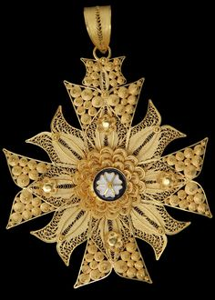 'Cruz de Malta ou Estrela', Malta's Cross or Star, Filigree cross, ornamented with curious enamel works.