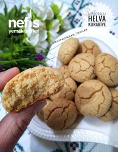 Limonlu Helva Kurabiye – Nefis Yemek Tarifleri Halva Cookies with Lemon – Delicious Recipes Halva Recipe, Cookie Recipes, Dessert Recipes, Turkish Sweets, Turkish Recipes, Cake Cookies, Healthy Drinks, Cooking Time, Easy Desserts
