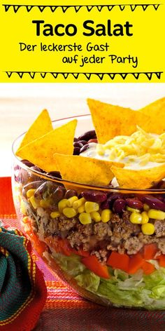 Ein echter Klassiker, der bei jeder Party gut ankommt ist dieser leckere Schic… A real classic that goes down well with every party is this delicious layered salad with tacos Taco Salad Recipes, Mexican Food Recipes, Snack Recipes, Healthy Recipes, Ethnic Recipes, Drink Recipes, Healthy Foods, Healthy Eating Tips, Healthy Nutrition