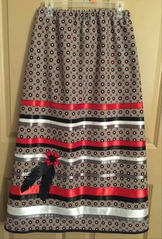 Love the pattern and colors Native American Patterns, Native American Clothing, Native American Fashion, Native Fashion, Native American Regalia, Traditional Skirts, Traditional Outfits, Fancy Shawl Regalia, Jingle Dress