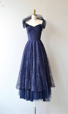 Vintage 1930s beautiful atlantic blue lace party dress with subtle sweetheart bodice, detachable tulle wrap, fitted waist, layered lace & tulle semi-full skirt and metal zipper. --- M E A S U R E M E N T S ---  fits like: extra small bust: 32 waist: 25 hip: free length: 53 brand/maker: