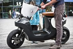 e electric scooter is built around a monocoque body made from Flax and bio-resins (Photo:. Electric Moped, Scooter Design, E Scooter, Bee, Product Launch, Resins, Amazing, Plants, Image