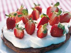 Chokladmandeltårta med jordgubbar – Allt om Mat