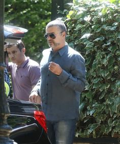 George Michael Photos Photos - George Michael and his boyfriend Fadi Fawaz load up their chauffeur driven car for a Sunday outing. - George Michael and Fadi Fawaz Out and About