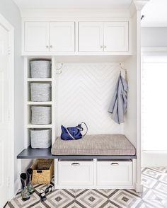 Fantastic mudroom ideas with amazing storage solutions - Ikea Ideas Decoration Mudroom Laundry Room, Laundry Room Design, Bench Mudroom, Ikea Storage, Bench With Storage, Porch Storage, Coat Storage, Chimenea Simple, Herringbone Backsplash