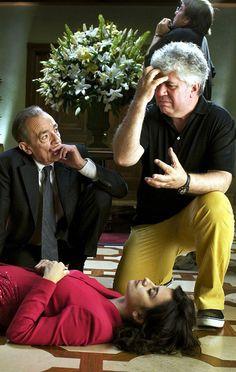 José Luis Gómez, Pedro Almodovar & Penelope Cruz on the set of Broken Embraces