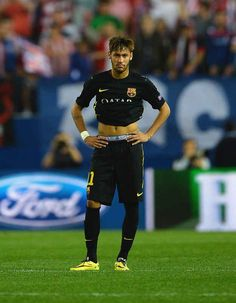 A dejected Neymar of Barcelona at the final whistle during the UEFA Champions League Quarter Final second leg match between Club Atletico de Madrid and FC Barcelona at Vicente Calderon Stadium on April 2014 in Madrid, Spain. Brazilian Soccer Players, Good Soccer Players, Football Players, Neymar Football, Neymar Jr, Fc Barcelona Neymar, Play Soccer, Soccer Stuff, Being Good