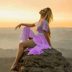 «Между нами километры» Между нами километры, Между нами ожиданье, Скука, грусть, мечты, желанья, Сообщенья и ответы…