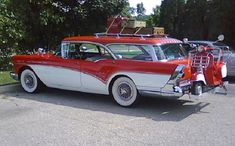 1957 Buick Caballero via doyoulikevintage Classic and antique cars. Sometimes custom cars but mostly classic/vintage stock vehicles. Austin Martin, Jaguar, Beach Wagon, Station Wagon Cars, Old American Cars, Buick Cars, Buick Roadmaster, Gm Car, Unique Cars