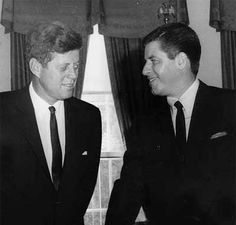 Jerry Lewis and JFK at the White House 1961 Jerry Lewis, Classic Hollywood, Old Hollywood, John Fitzgerald, Dean Martin, Jackie Kennedy, Rare Pictures, Celebrity Babies, Movie Stars