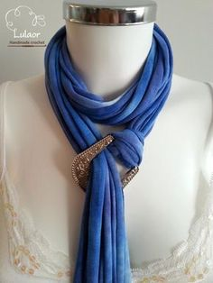 T-shirt scarf t-shirt necklace grey scarf grey necklace braided scarf fabric scarf fabric necklace - Love Shirts - Ideas of Love Shirts - - I love the color of the scarf and that buckle detail is absolutely gorgeous. Diy Scarf, Scarf Shirt, Scarf Belt, Shirt Scarves, Scarf Wrap, Scarf Necklace, Fabric Necklace, Love Shirt, T Shirt Diy