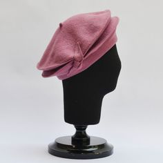 Raceu TeamBeret with double brim for stylish chic winter.This hat is designed and handmade in Spain, Europe using the best quality of felted wool cones (100% WOOL).  It is very warm and suitable for the winter days and any time you want to add a plus of elegance and a flattering touch to your outfit. It is lightweight and comfortable to wear and also foldable (great for traveling).  One size fits most heads.  Item ready to ship. All the items are shipped with tracking number and the delivery…