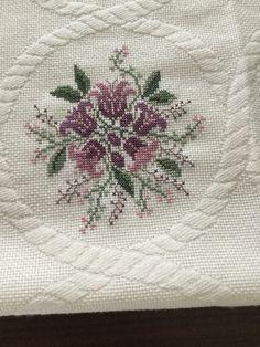 Cross Stitch Designs, Cross Stitch Patterns, Bargello, Hand Embroidery Designs, Knitting Needles, Needlepoint, Needlework, Crochet, Floral