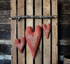 Your place to buy and sell all things handmade - Primitive Simple Valentine Hearts Door Hanger E-Pattern - Valentines Puns, Valentines Sweets, Valentine Wreath, Valentine Day Love, Valentine Day Crafts, Valentine Decorations, Primitive Patterns, Primitive Crafts, Primitive Snowmen