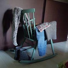 """""""Mi piace"""": 87, commenti: 16 - Silvia (@atomicmamma) su Instagram: """"I vestiti dalla sedia mi chiamano ma io ho un problema a lasciare il letto questa mattina. 😪…"""""""