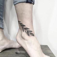 Tatuaje de hojas en tobillo - Ankle tattoo men