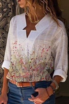Holiday Floral Print Paneled Star V-neck Blouse - Diorer Floral Tops, Floral Prints, Thing 1, V Neck Blouse, Online Shopping Clothes, Online Clothes, White Long Sleeve, White Women, Types Of Sleeves
