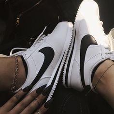 Black n white classic 👀 now in stores & online! Cortez 𝑭𝒐𝒍𝒍𝒐𝒘 𝒇𝒐𝒓 𝒎𝒐𝒓𝒆🕸// Moda Sneakers, Sneakers Mode, White Sneakers, Sneakers Fashion, Fashion Shoes, Sneaker Outfits, Converse Sneaker, Sneaker Heels, Zapatillas Nike Huarache