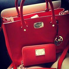 De vermelho...comprometo-me e adoro!