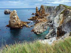 La playa de La Arnía es una auténtica maravilla situada en la costa de Santander. Esta encantadora p... - Alamy. Texto: José Luis Bravo (Vacaciones España)