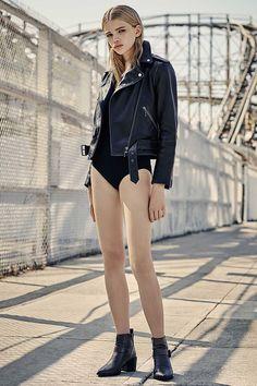 AllSaints Leather Jacket and Zoe Bodysuit Fashion Beauty, Fashion Looks, Womens Fashion, Photoshoot Inspiration, Style Inspiration, Photoshoot Ideas, Inka Williams, Flannel Fashion, Fashion Lighting