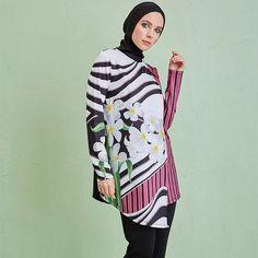 Tropikal Çiçekler Tasarım Tesettür Mayo...  Tropical Flowers Design Burkini... #mayovera #tesettürmayo#yasarımmayo #haşema #hasemamodelleri #2017hasemamodelleri #2018hasemamodelleri #islamicswimwear #burkini #muslimswimsuits #burkininewcollection #burkini2017 #madeinİstanbul #hijabstyle #modestfashion #modesty #hijabfashion #modestactivewear #burkini2018