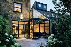 Located in north London, the Highbury Hill House uses steel-framed glass to expand on a Victorian family home. The new single-story glazed addition creates a light-filled space for an open kitchen and dining room, while also forming an outdoor courtyard...