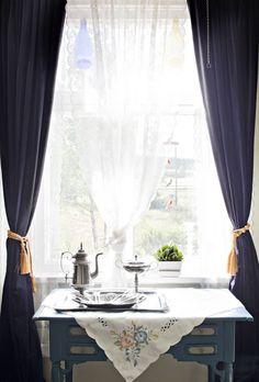 20120820 Loviisa.  Perinnerakentaminen - Maltti on valttia.  Kuvassa ikkuna.  Koti ja keittiö / Kirsi-Marja Savola.  HUOM! Kysy päätoimittajalta saako juttua antaa eteenpäin, koska jutussa olleilta ihmisiltä on ensin kysyttävä lupa saako heidän kotiaan esitellä muualla kuin Koti ja keittiö lehdessä.