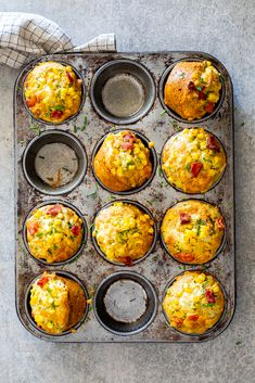 These fluffy bacon corn muffins are the perfect grab-and-go breakfast, easy lunch and fast snack. They are sure to become a family favorite in no time! Brunch Recipes, Gourmet Recipes, Cooking Recipes, Detox Recipes, Pie Recipes, Savory Snacks, Lunch Snacks, Savory Muffins Healthy, Kid Lunches