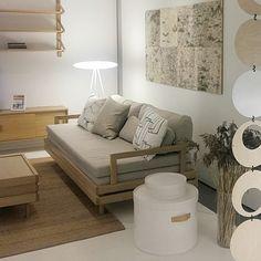 Instagram Media By retromoderni Sofa Bed Design, Table Design, Minimalist Design, New Furniture, House Design, Bed Design, Furniture, Seat Design, Chair Design