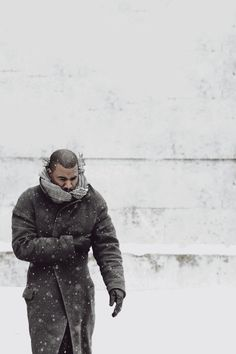 in the snow ( #kanyewest #kanye #yeezy ) ✌eace | H U M A N™ | нυмanACOUSTICS™ | н2TV™