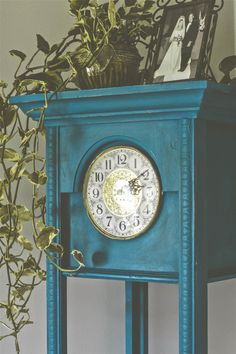 Annie Sloan Clock 4 / Versailles, equal parts Napoleonic Blue & Florence to create teal