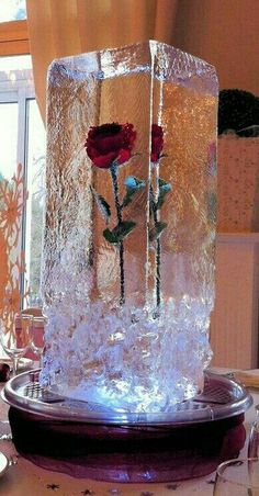 Planning for a significant wedding in cold seasons? Then try a magical and romantic winter wonderland wedding theme. As one of the most popular winter wedding themes, winter wonderland wedding creates for you a mystic. Perfect Wedding, Our Wedding, Dream Wedding, Fall Wedding, Wedding Table, Wedding Ideas For Winter, Wedding Ideas Christmas, Trendy Wedding, Winter Wedding Dresses