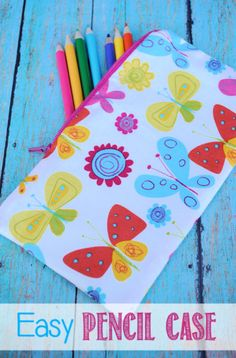 Easy Pencil Case Pattern and Tutorial by Crazy Little Projects could also be a nice little makeup bag Pencil Case Pattern, Pencil Case Tutorial, Cute Pencil Case, Pencil Cases, Sewing Basics, Sewing Hacks, Sewing Crafts, First Sewing Projects, Sewing Projects For Beginners