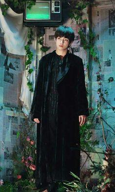 ꯴᩠ꦽꦼ 💌 ↦ KIM TAEHYUNG aesthetic cute wallpaper photo pic edited by me / fondo de pantalla editado por mi ꒰🌹꒱ Namjoon, V Taehyung, Hoseok, Daegu, Foto Bts, Bts Photo, Photo Pic, Jung So Min, Bts Bangtan Boy