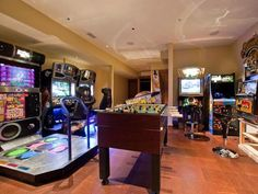 Arcade gaming room setup video game rooms small ideas insanely awesome make friends jealous . Keller Pool, Contemporary Games, Diy Computer Desk, Game Room Basement, Basement Plans, Playroom, House Games, Video Game Rooms, Video Games