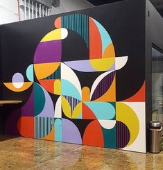 An interesting graphic and abstract mural. This colourful design pops out of its surroundings. Discover more mural and art projects on the Treepack website. Wall Art Designs, Paint Designs, Office Mural, Office Walls, Office Art, Small Office, Wal Art, School Murals, Mural Wall Art