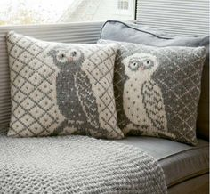 Today's free recipe: pillow with owl - Easy Yarn Crafts Knitting Patterns Free, Free Knitting, Baby Knitting, Free Pattern, Easy Yarn Crafts, Diy And Crafts, Crochet Pillow, Fair Isle Knitting, Crochet Home