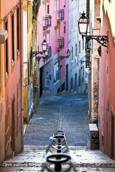 Shades of pink in Lisbon . ..  #lisbon #portugal
