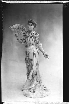 Marie Varcollier dite Marguerite Ugalde, 1901. Nadar.