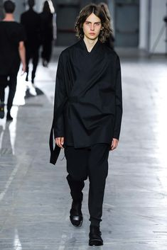See the complete Damir Doma Spring 2016 Menswear collection.