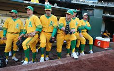 Oakland A's Throwback Yellow Uniforms. Notice the coaches white hat. Baseball Uniforms, Sports Uniforms, Baseball Teams, Baseball Stuff, American Football League, American League, Baseball Posters, Association Football, Sports Caps