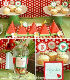 Que tal uma festa de melancia?Fonte de originalidade.Para ficar ainda mais legal, você já tem os convitesea decoração: