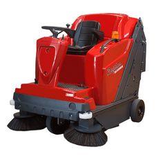 Poli Raptor DK88 zamiatarka spalinowa Diesel .zamiatarka spalinowa Diesel z elektrycznym otrząsaczem filtra Wygodna w użyciu zamiatarka zasilana silnikiem Diesla. Zamiatarka wyposażona jest w trakcję hydrauliczną, hydrauliczne opróżnianie zbiornika oraz podwójną turbinę odpylającą. Urządzenie posiada również unoszoną boczną szczotkę (opcjonalnie druga).