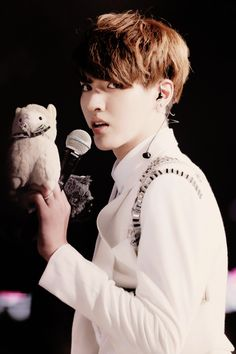Kris with a miniature version of Ace :3 <3<3