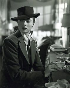 Ingrid Bergman in Notorious....might have to be my next Halloweenm costume...