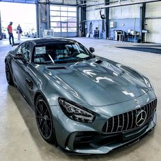 Mercedes Benz AMG GTR ✔️ Luxury World Cars - Cars of the day, everyday is the car day! Your daily source of luxury cars. You can also visit our site if you are looking for high-class luxury car keychains. Mercedes Auto, Mercedes Benz Amg, Benz Car, Mercedes Stern, Fancy Cars, Cool Cars, Carros Audi, Mercedez Benz, Top Luxury Cars