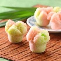 Indonesian Desserts, Indonesian Cuisine, Asian Desserts, Yummy Snacks, Snack Recipes, Donuts, Asian Cake, Malay Food, Steamed Cake